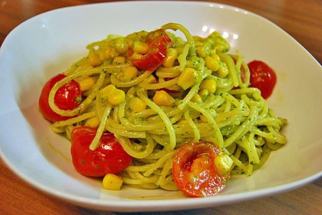 Spaghetti Mit Avocado Basilikum Pesto Schnellnudel Allekochencom